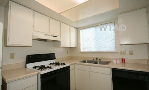 Apartments Near UT Austin Woodland and S. IH-35 for University of Texas - Austin Students in Austin, TX