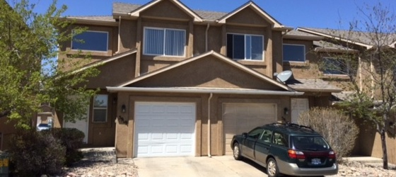 Beautiful & spacious townhouse (3 bedrooms) near UCCS - perfect for students