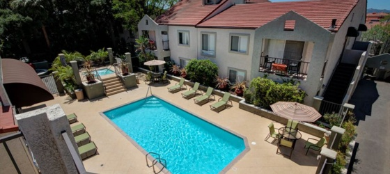 Share Luxury Master Bedrooms in Burbank (near Woodbury, Warner Brother, Disney Studios - 2 full size beds in one room)