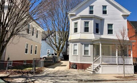 Apartments Near Bryant 102-104 Ruggles St 3 for Bryant University Students in Smithfield, RI