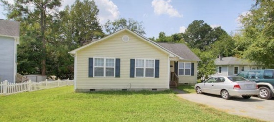 HOUSE WALKING DISTANCE TO CARRBORO AND CAMPUS