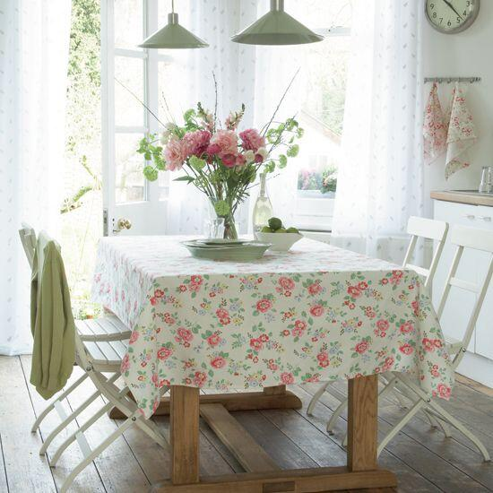 http   thedecorologist com. How To Jazz Up Your Dining Room Table Rental   College News