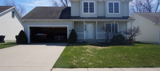 $1900 - Single Family Home 4bdr, Fenced Backyard, 2 Car Garage, Basement